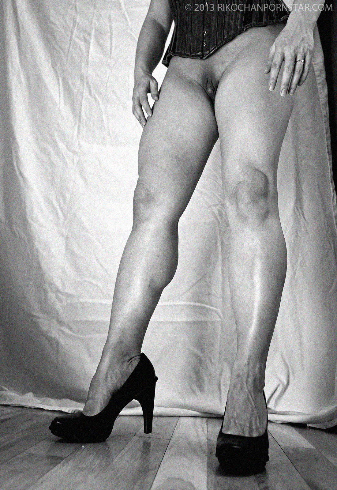 Rikochan Strong Calves in B&W