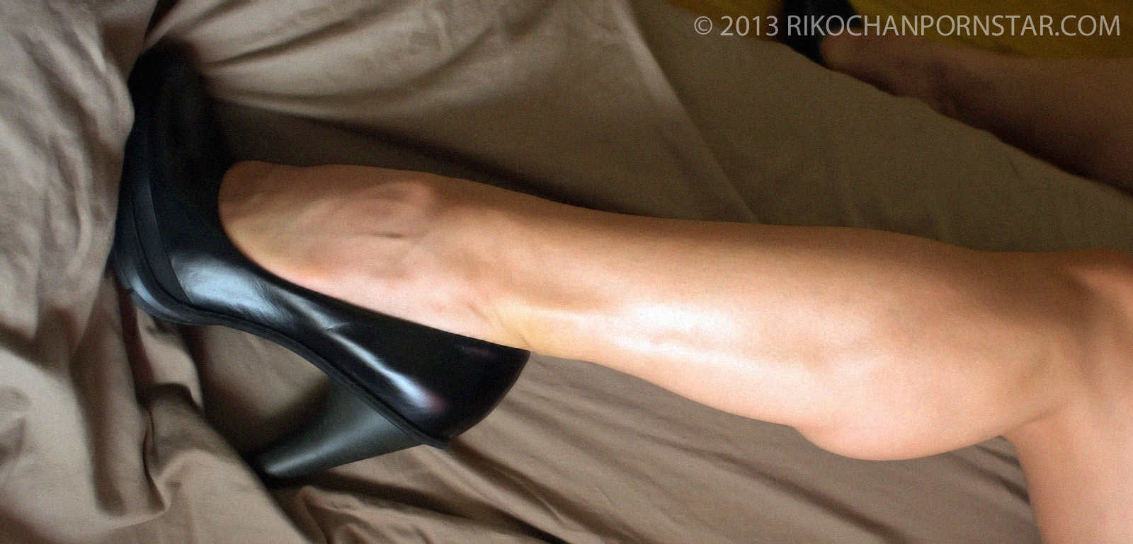 If you've got a foot fetish, you'll love Rikochan's strong calves in sexy heels