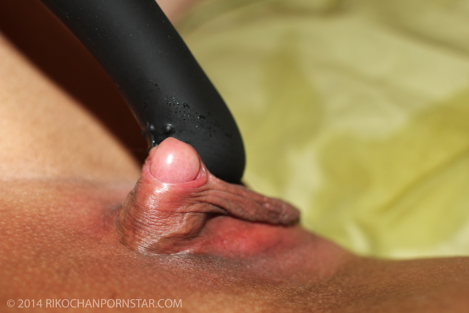 Japanese amateur Rikochan's enormous clitoritis, with black vibrator.