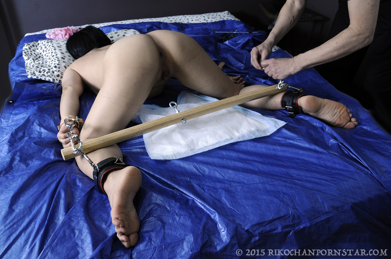 Fucking my ass myself with mi dildos and oil 4